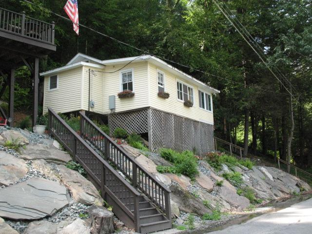 COZY COTTAGE LOCATED ON DELAWARE RIVER, holiday rental in Kenoza Lake