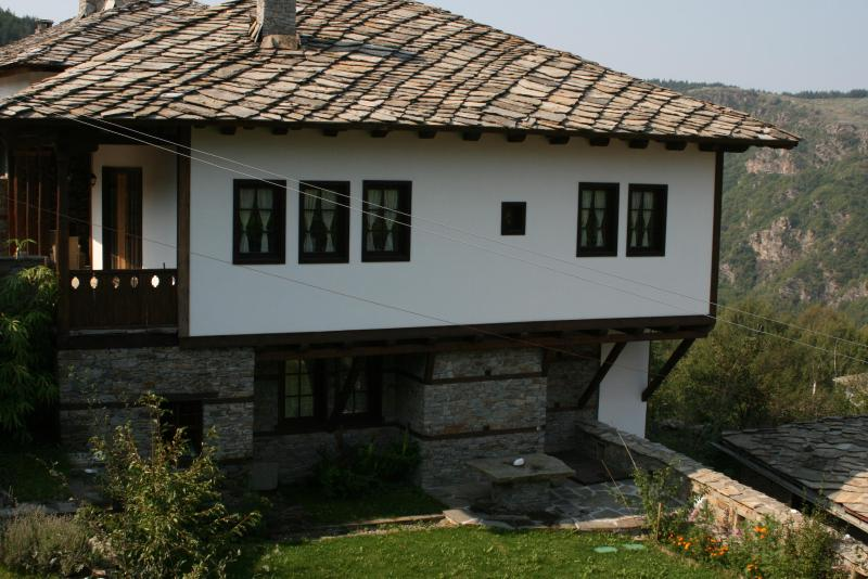 KANINA Guesthouse, vacation rental in Kovachevitsa