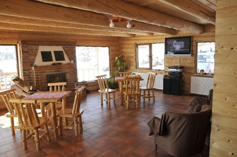 Carpathian Log house in Transylvania, location de vacances à Central Romania