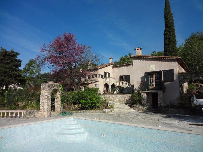 Authentic, stunning Provence property with seaview, location de vacances à Tourrettes-sur-Loup