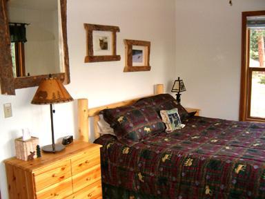 Bedroom 2, Main level Queen bed, Mountain view