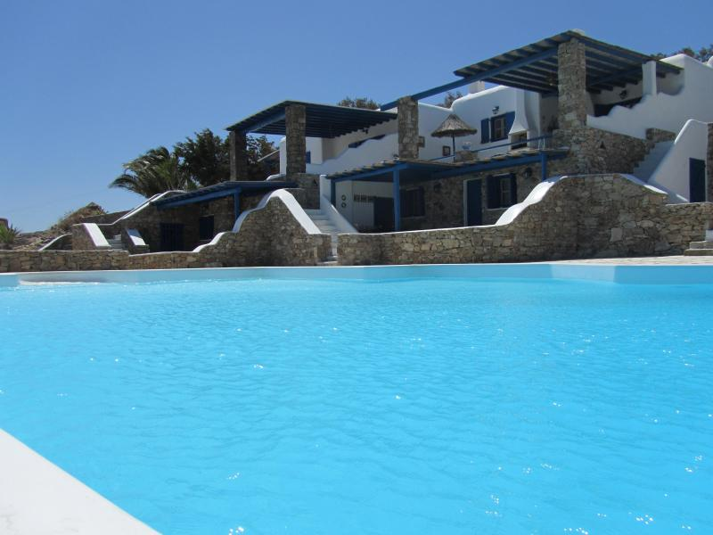 Villa Elia,Modern Elegant SeaView Villa Uphil Elia, aluguéis de temporada em Míconos