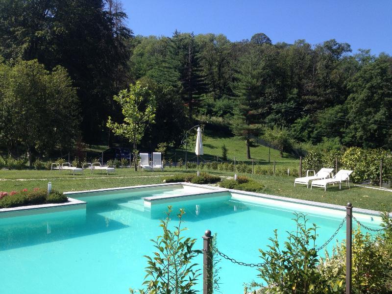 Holiday Apartment with Lake Maggiore view, location de vacances à Oleggio Castello