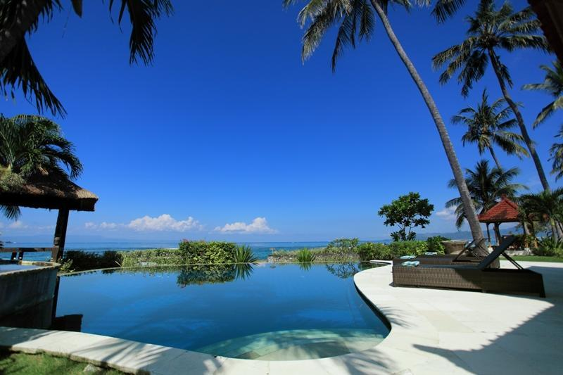 Swimming pool over look to the Sea and Lombok Island view