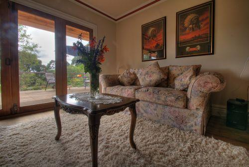 The Peppermint Springs Deluxe Suite, holiday rental in Trentham