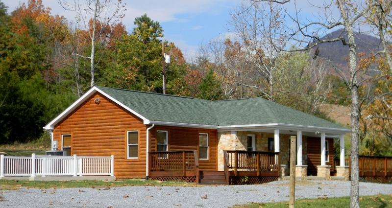 1947 Rock Tavern Retreat is walking distance to #1 Rock Tavern River Kamp (waterfront) Tube/Kayak...