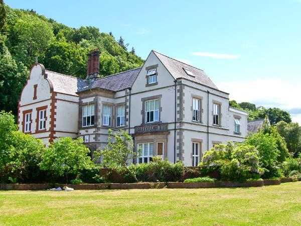 TAN Y GRAIG, impressive pet-friendly manor house by beach, open fires, acre of, vacation rental in Brynteg