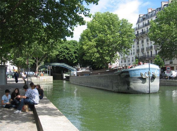 Canal Saint-Martin in summer