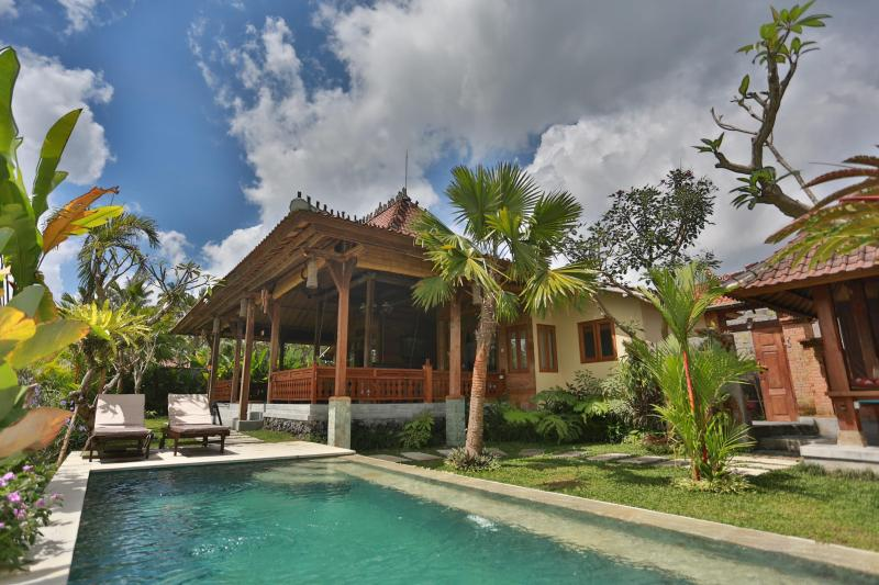 BALI UBUD VILLA, 2-BED, 2-BATH PRIVATE RETREAT WITH POOL, OVERLOOKING RICE FIELDS