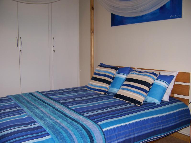 Dormitorio principal. Cama de matrimonio.