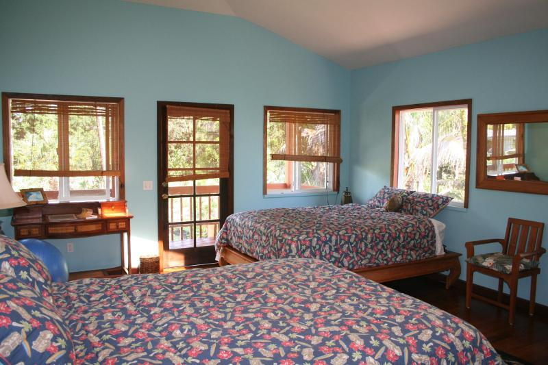 Large Bedroom - 2 queen sized beds