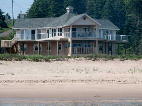 Eagles Perch Beach House, holiday rental in Saint Margarets
