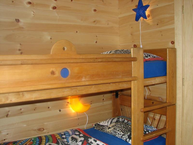 Cama en dormitorio de los niños