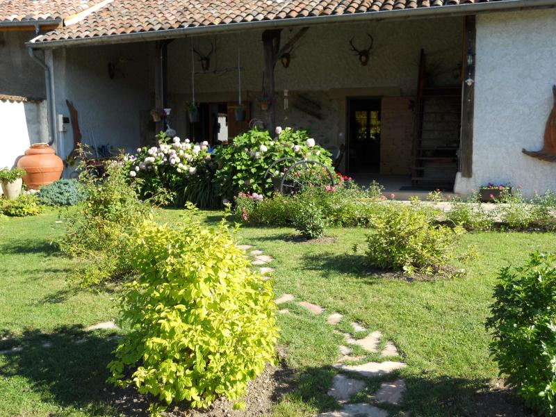 Bed and breakfast ' The popies', holiday rental in Chirens