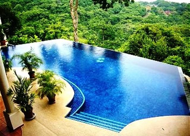 Large and impresive infinity pool with breathtaking views