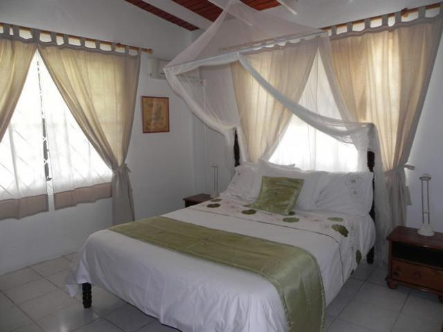 Bedroom 1, with queen size bed and AC
