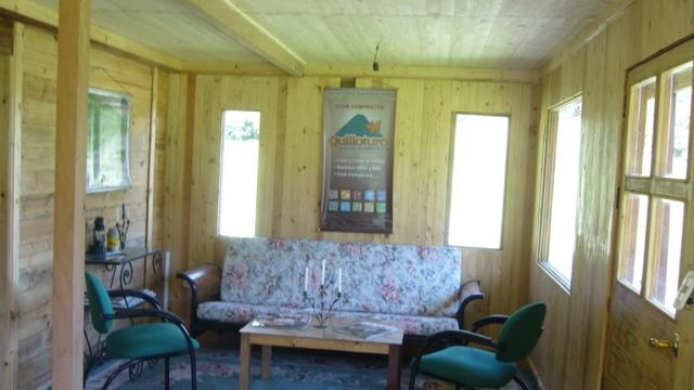LIVING ROOM AT QUILLOTURO COTTAGE