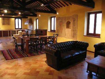 Luxury fully restored livingroom, original wooden beams from XIVth Century!!