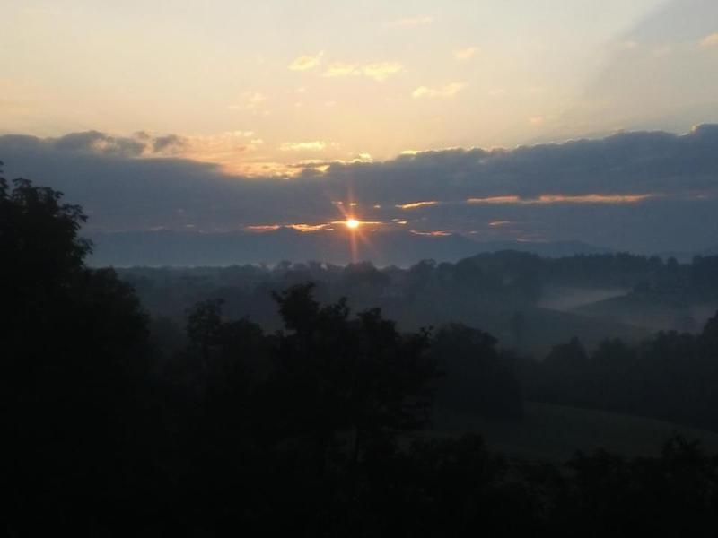 Brittany's Mountain Retreat~ Sunrise in Backyard