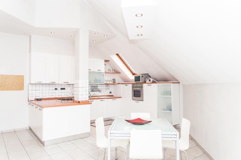 Küche und Tisch