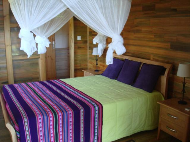 Chambre N°1 avec lit de 140*190 , moustiquaire