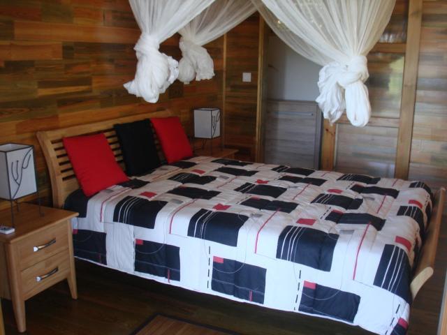 Chambre N°2 avec lit de 140*190 , moustiquaire