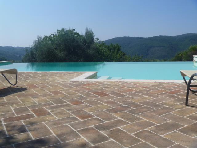 Infinity pool with views towards Perugia