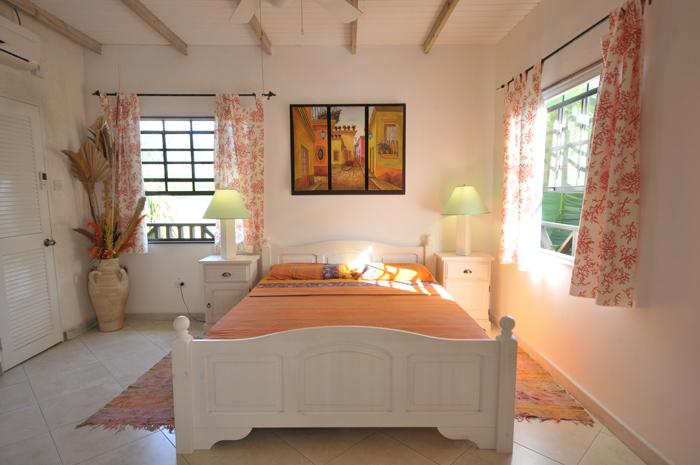 Yellow Bird Apartment - The double queen Bedroom