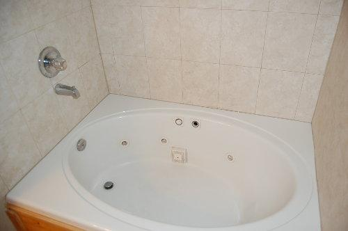 Master Bath Jetted Jacuzzi Tub