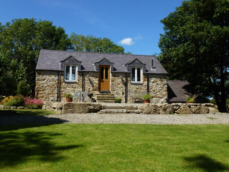 Seaview Cottage - Plas Llanfair - Anglesey, vacation rental in Brynteg