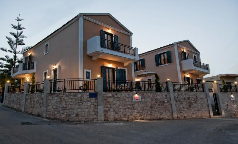 Villa Ortansia two floor stylish villa near the sea, vacation rental in Panormos