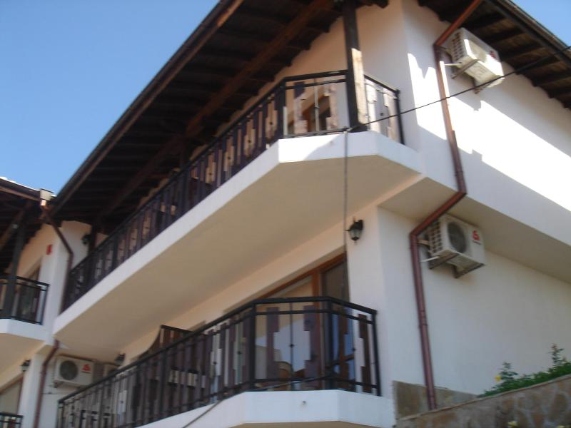 Stunning 3 bed Maisonette on beautiful Kavarna Bay, holiday rental in Balgarevo