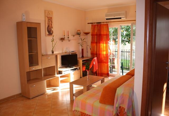 Apartment GaMa2 Igalo across beach,with big garden, holiday rental in Herceg-Novi Municipality