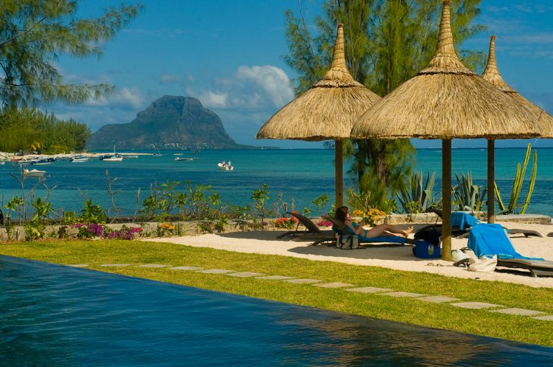 PLEIN OUEST, front line beach appartment , situated on the pristine beach and unspoilt lagoon of Blackriver., vacation rental in Mauritius