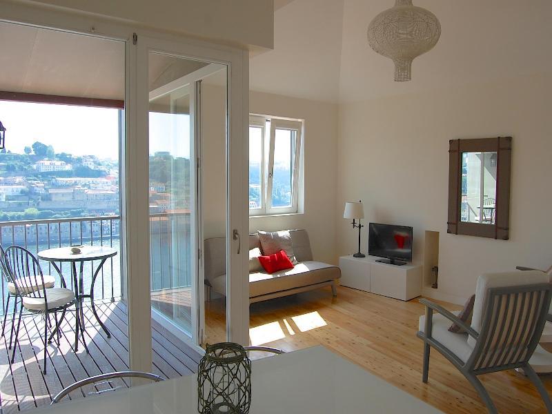 TOP FLAT - 1 bedroom Apt + Terrace + River View, vacation rental in Porto