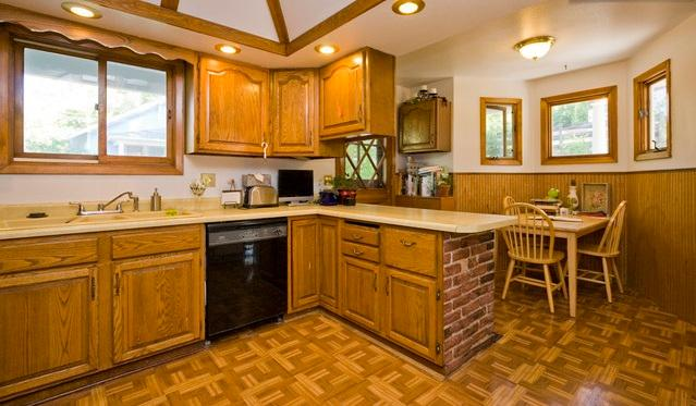 The kitchen was last updated in the 1970s, but it's functional!
