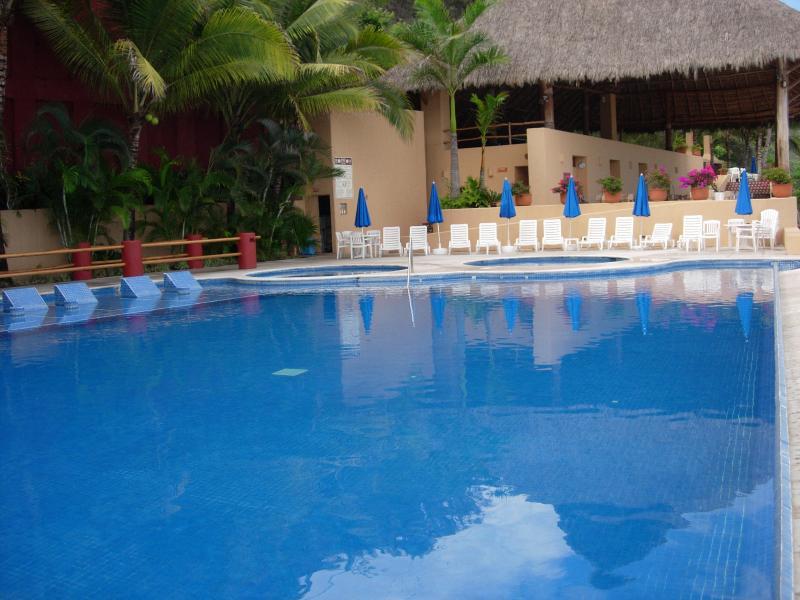 Piscina infantil, Jacuzzi e piscina