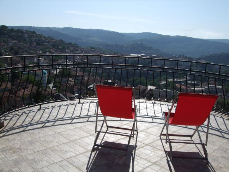 balcony with panoramic views of the old Veliko Tarnovo, Tsaravets fortress and Arbanassi