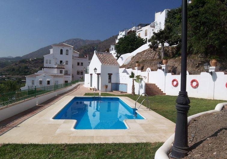 Modern Apartment With Swimming Pool, holiday rental in Frigiliana