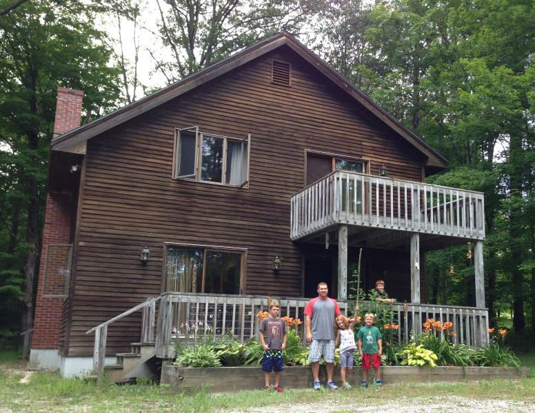 Charming Ski Chalet Close to Main St & Okemo Mtn, location de vacances à Proctorsville