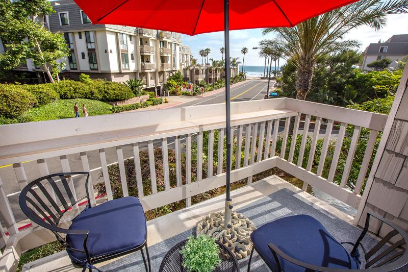 Newly Renovated - Direct Ocean View - Steps to Ocean, vacation rental in Oceanside