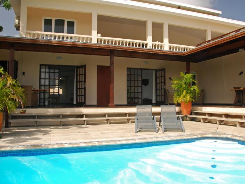 Vista da nossa piscina no apartamento 2 (porta direita)