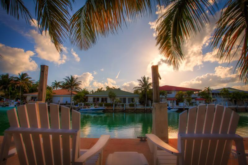 Now booking Spring/Summer 2021! Dock, Bikes, Kayak, 2 beach clubs, aluguéis de temporada em Key Colony Beach