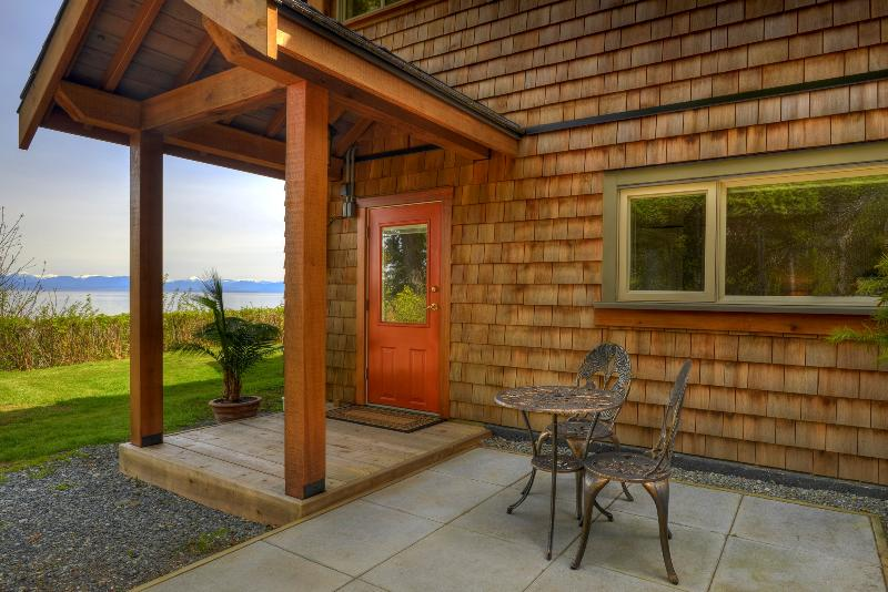 Oceanfront Coastal Views, vacation rental in Vananda