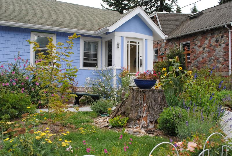 Sweet 1920's cottage in North Seattle, holiday rental in Shoreline