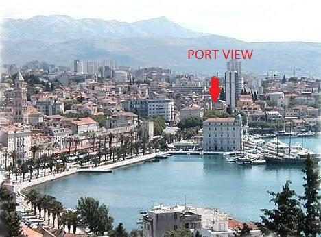 The apartment is close to the famous beach Bacvice (8 minutes by walk) and just a 5sition in Split