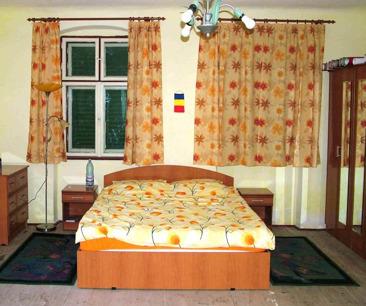 B&B accommodation in traditional Saxon house near Sighisoara, vacation rental in Sibiu