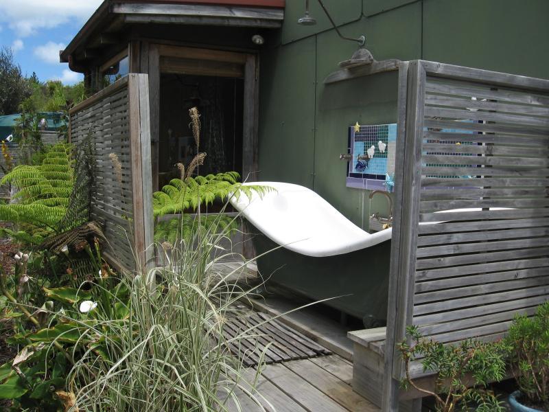 Double decker bath
