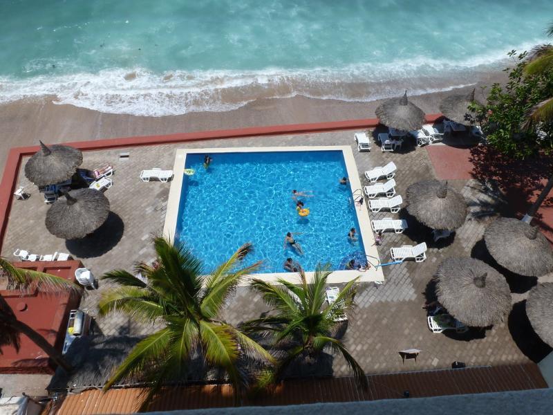 Vue sur piscine, vue depuis le salon et la chambre principale