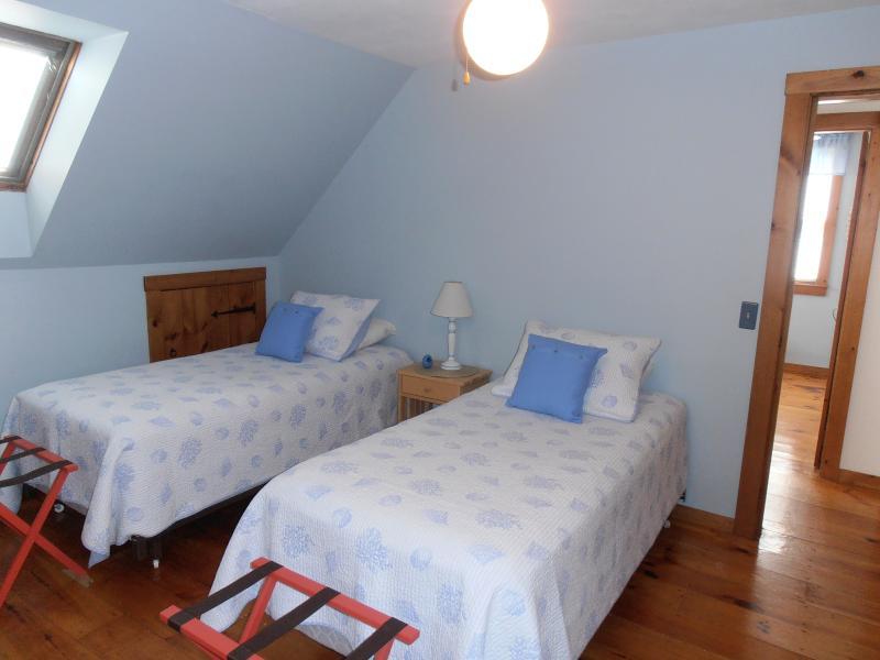 2 Twin Beds, Ceiling Fan, TV